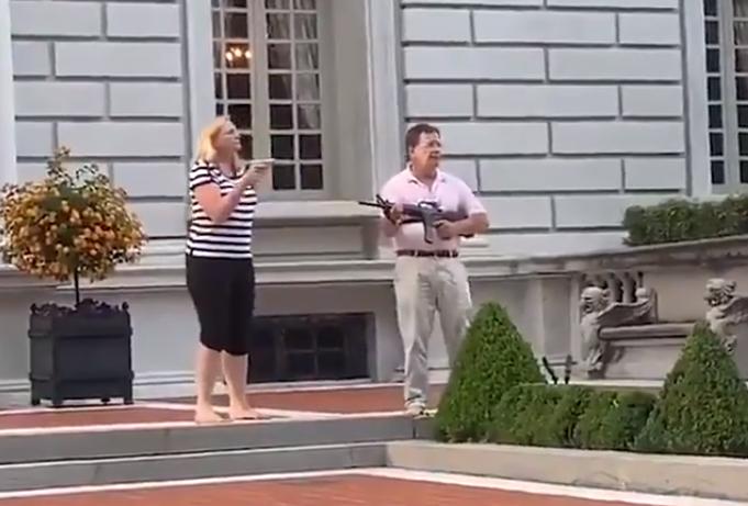 (ВИДЕО) Сопружници во САД со оружје ги пречекаа демонстрантите против полициското насилство