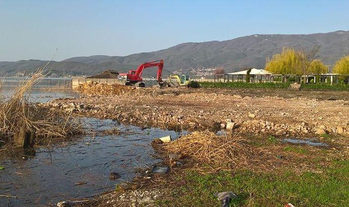 Уставен суд го стопира уривањето на плажите-дивоградби во Охрид и Струга