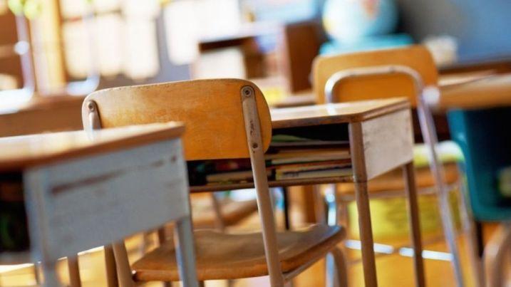 Во изолација 42 ученици и 19 деца од градинка во Тиквешијата