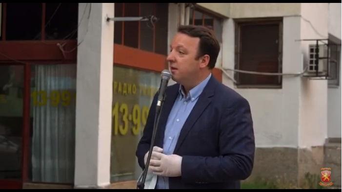 Николоски: Заев се радува на поздравот од Ципрас пред кој потпиша капитулација од тоа нема поголемо национално предавство