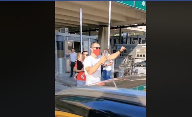 (ВИДЕО) Срби славеа на граница кога добија дозвола да влезат во Грција