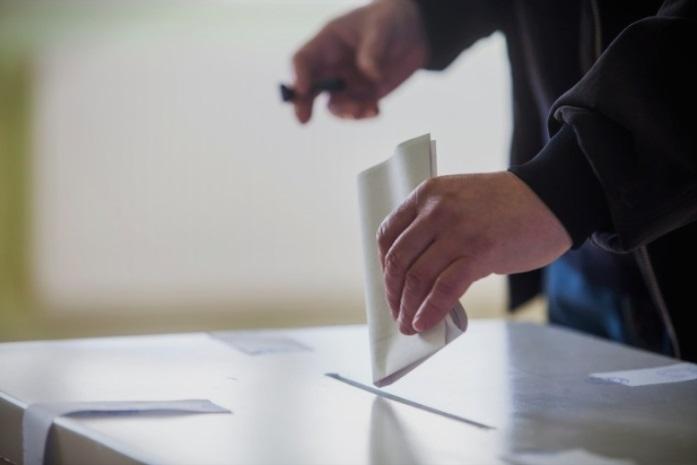 (ФОТО) За време на изборен молк двајца градоначалници агитираат на терен