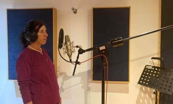 (ВИДЕО) Атиџе ја сними својата прва песна