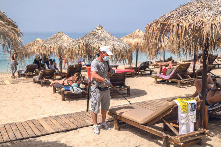 Жителите на грчкиот остров Евија ги избркаа српските туристи