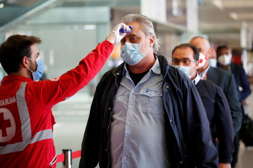 Откриени два случаи на новата мутација на коронавирус во Италија, се бараат патниците што пристигнале од Англија