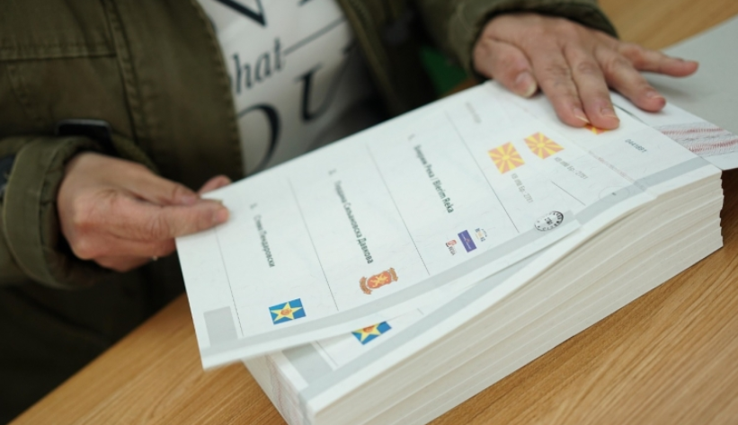 Утре ќе гласаат 716 лица со Ковид-19 и во самоизолација, а во вторник 8.852 болни лица