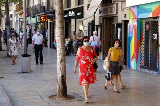 Во Каталонија задолжително носење маска во јавност дури и кога е можно да се држи растојание