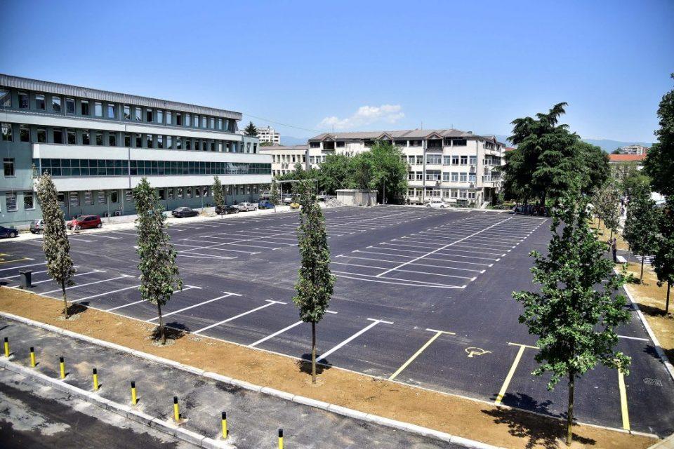 Барање до Град Скопје: Болничкиот паркинг мора да биде бесплатен за сите