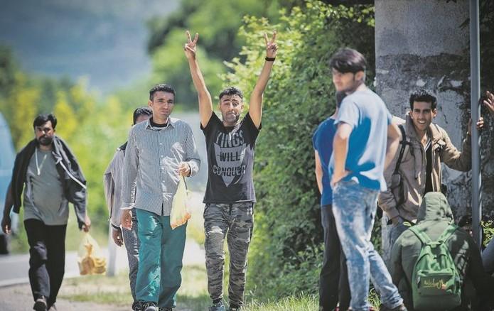 Мигрантите од грчките острови ќе добијат парична помош од 2.000 евра ако се вратат дома