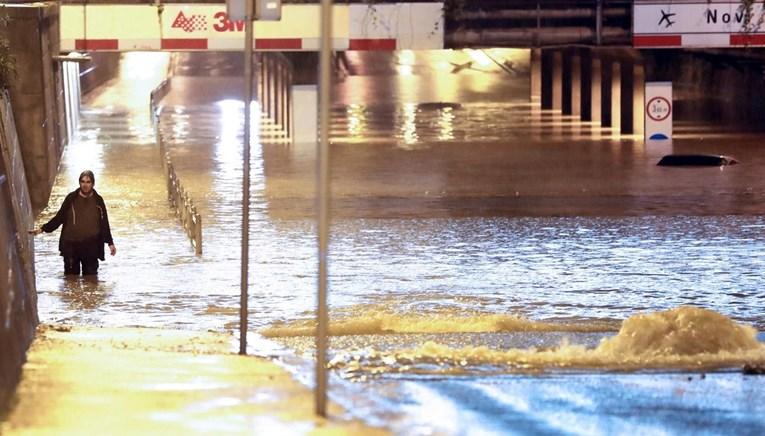 (ВИДЕО) Силно невреме во Загреб, поплавени улици и згради