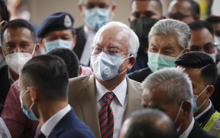 Поранешниот малезиски премиер прогласен за виновен за злоупотреби на функцијата