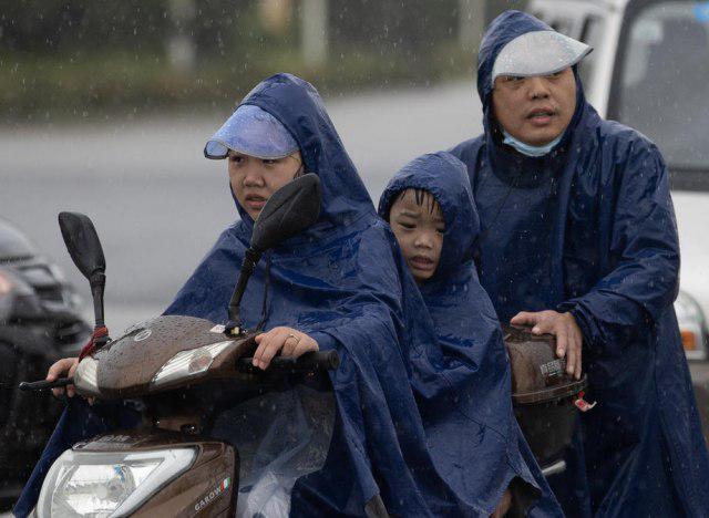 Нови проблеми во Вухан, црвен аларм поради обилните дождови
