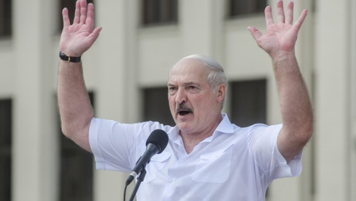 Лукашенко на митинг со приврзаниците: Ниту мртов не ја давам земјата