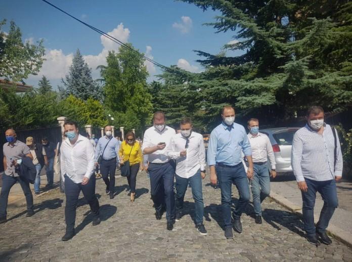 (ФОТО) Мицкоски и пратениците кај Пендаровски