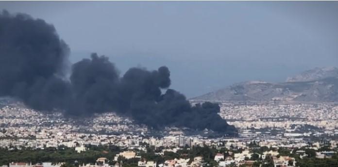 Голем пожар во фабрика за рециклирање пластика во Атина