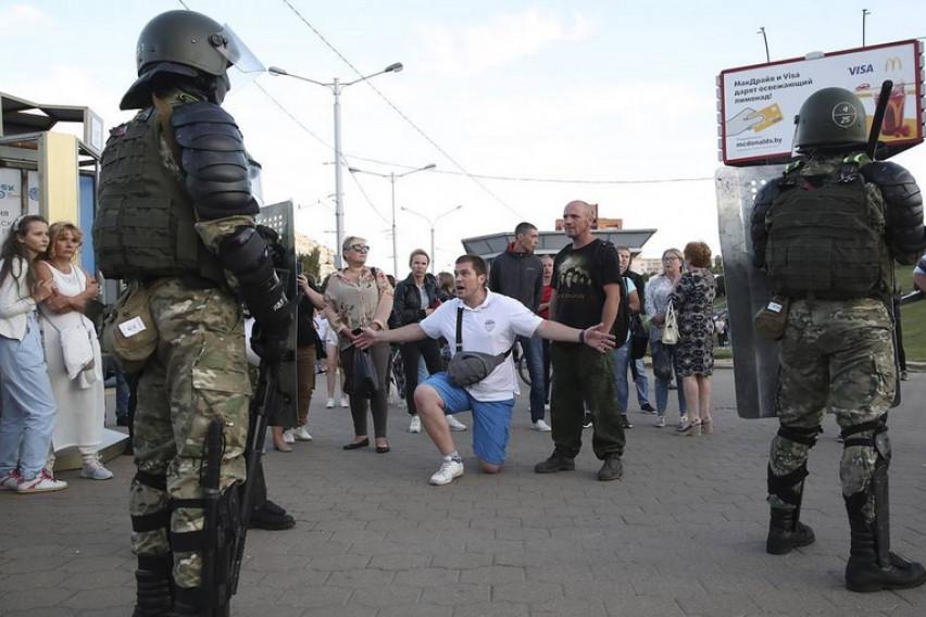 Околу 700 лица приведени за 24 часа во Белорусија поради неодобрени митинзи