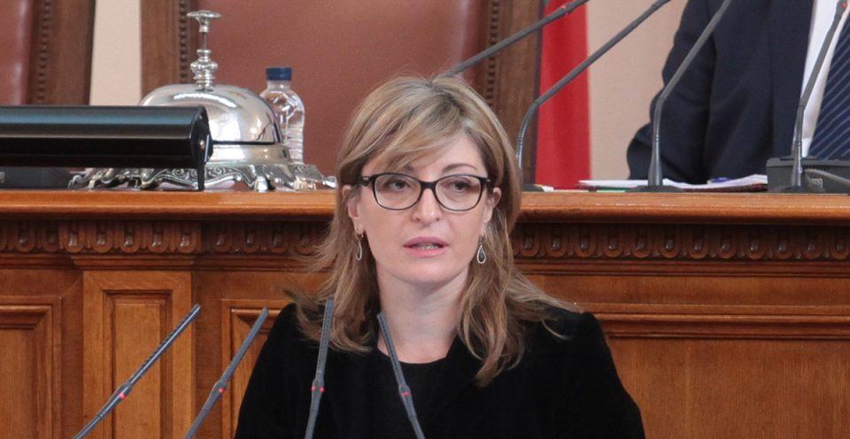 Захариева: Бугарија е против поделба на Албанија и Македонија за почеток на преговорите за членство во ЕУ