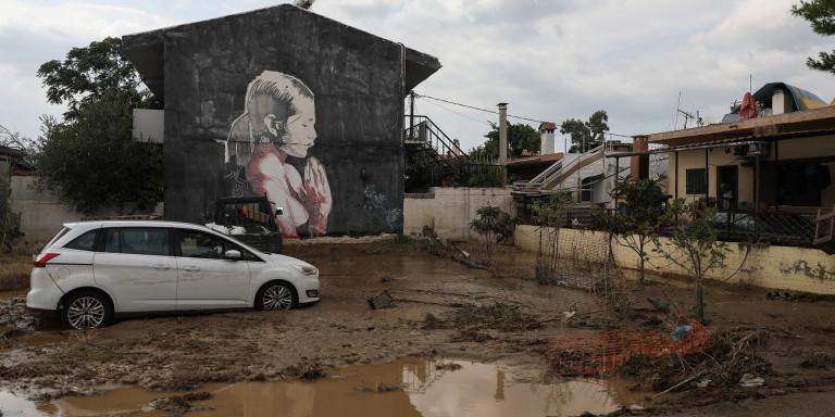 (ВИДЕО) Седум лица настрадаа во поплавите на Евија, едно лице е исчезнато