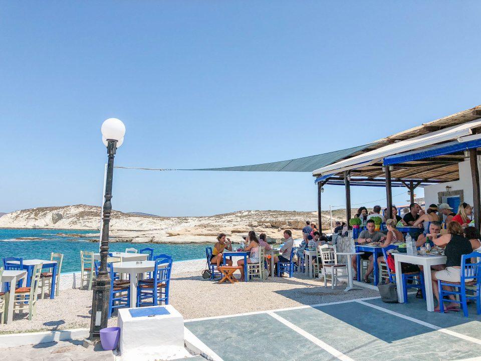 Се ограничува  работно време на рестораните и кафулињата во повеќе делови на Грција