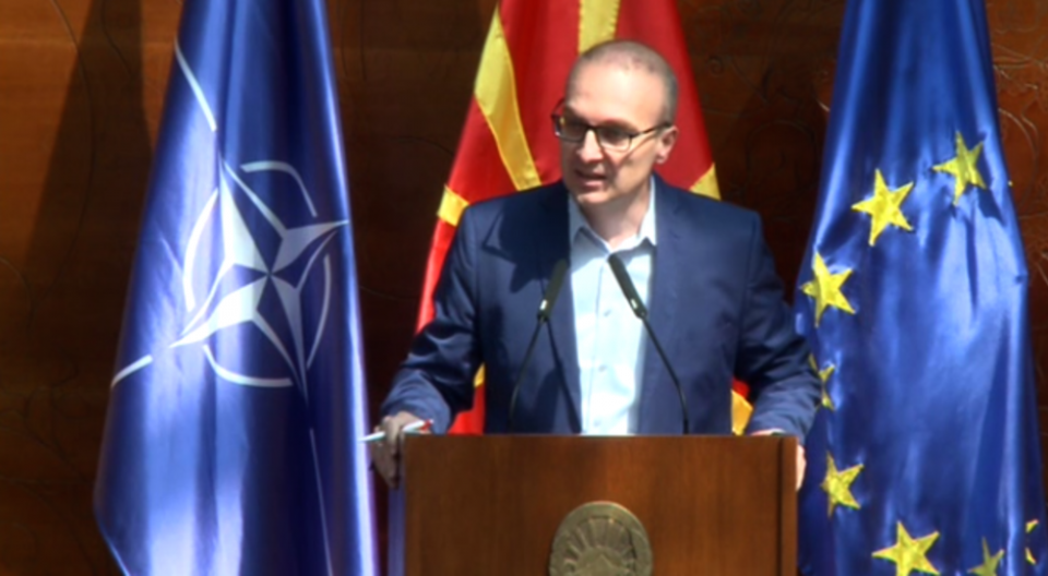 Милошоски: Вакцинацијата во Македонија доцни заради неспособноста на Филипче и Заев