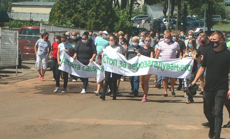 """Протест во Кочани против аерозагадувањето од фабриката """"Пејпар мил"""""""