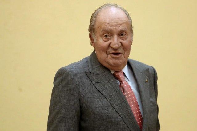 Поранешниот крал на Шпанија, Хуан Карлос ја напушта земјата поради финансиски скандал