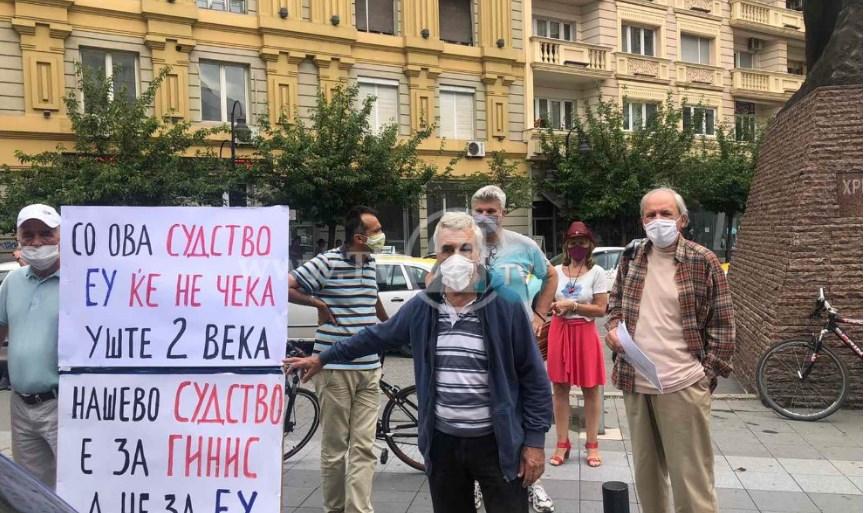 """СЛЕДЕТЕ ВО ЖИВО: Марш """"Стоп за грабежот"""" во Скопје"""