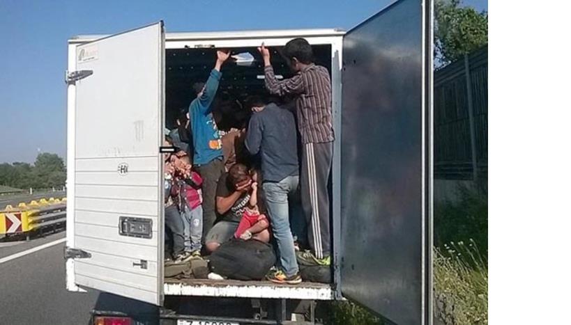 Приведени двајца скопјани кои криумчареле мигранти од Сомалија и Сирија