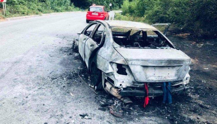 Двајца скопјани во последен момент се спасиле кога во движење им се запалил мерцедесот
