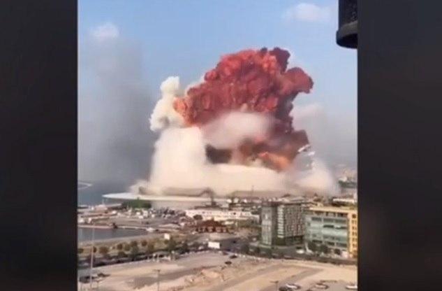 (ВИДЕО) Огромни експлозии во Бејрут, се треселе згради оддалечени неколку километри