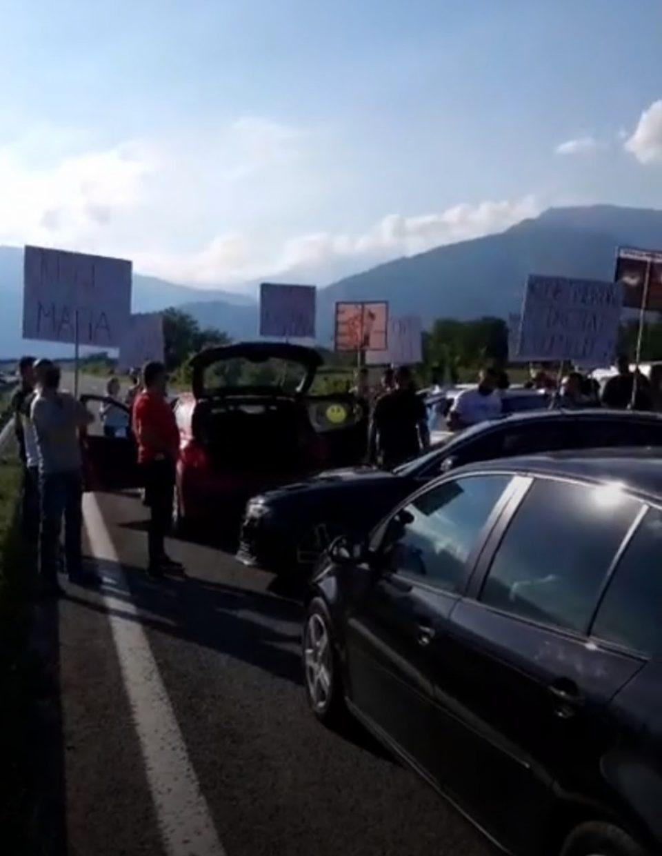 Блокиран автопатот Тетово – Скопје, граѓани протестираа поради зголемената цена на струјата