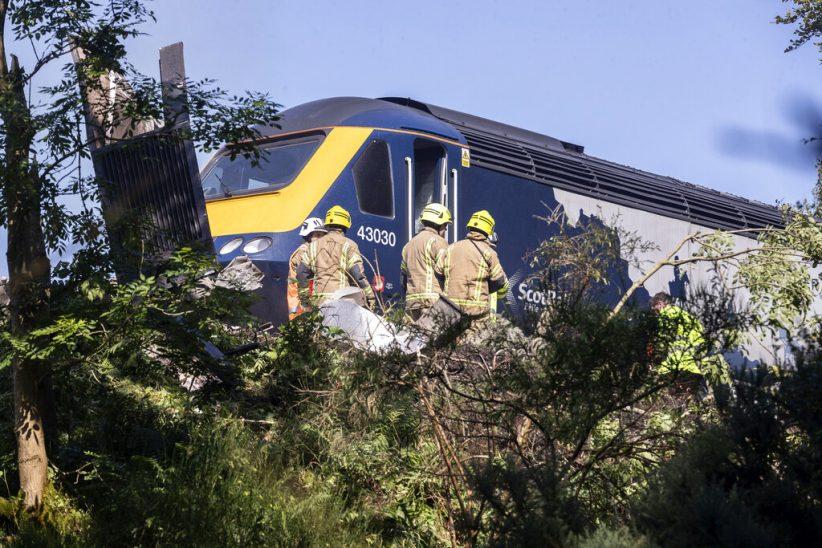 (ВИДЕО) Најмалку три жртви во железничката несреќа во Шкотска