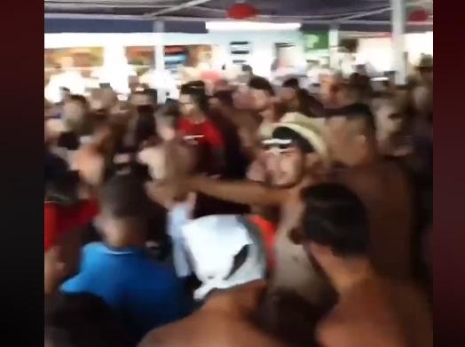 (ВИДЕО) Во Охрид ечи српска музика и гужва по клубовите покрај плажите