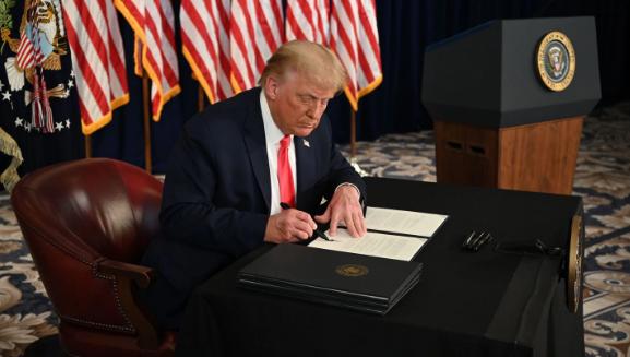 Трамп го потпиша законот за привремено финансирање на државата