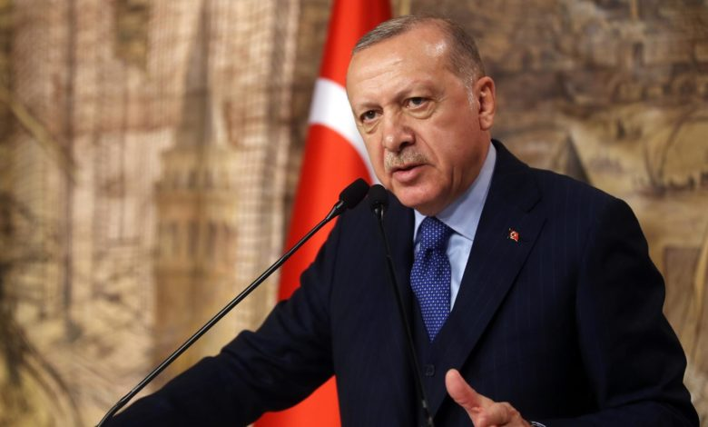 Ердоган ги повика Турците да не купуваат француски производи