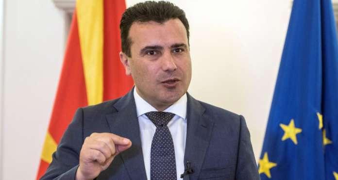 Заев: Ако трговските центри не работат во недела, нашите граѓани ќе одат во Косово и Србија