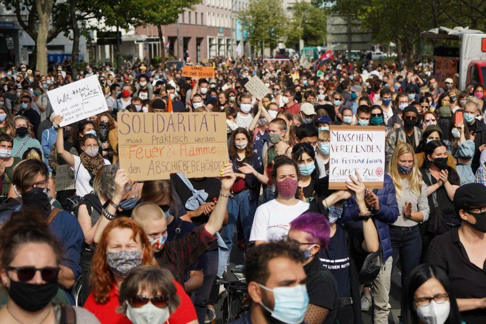 Демонстрантите во Берлин побараа поголема солидарност со мигрантите