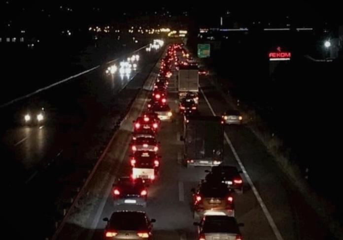 Блокада на автопатот Тетово – Скопје поради зголемената цена на струјата