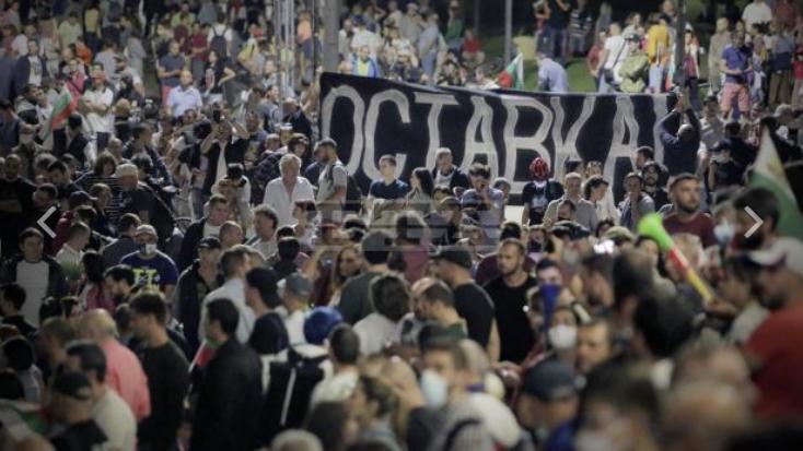 """Демонстрантите во Бугарија не отстапуваат: Бараат """"независност од мафијата"""" и оставка на Владата"""