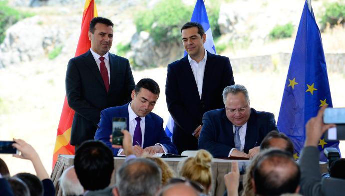 Повеќе од половина Грци сметаат дека е голема грешка Преспанскиот договор