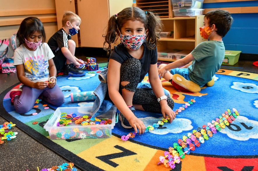 Влада: Обезбедена е целосна грижа за децата во градинките, логично е родителите да се вратат на работа