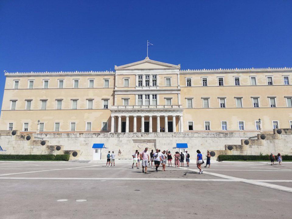 Карантинот и полицискиот час во Грција продолжени за уште една седмица