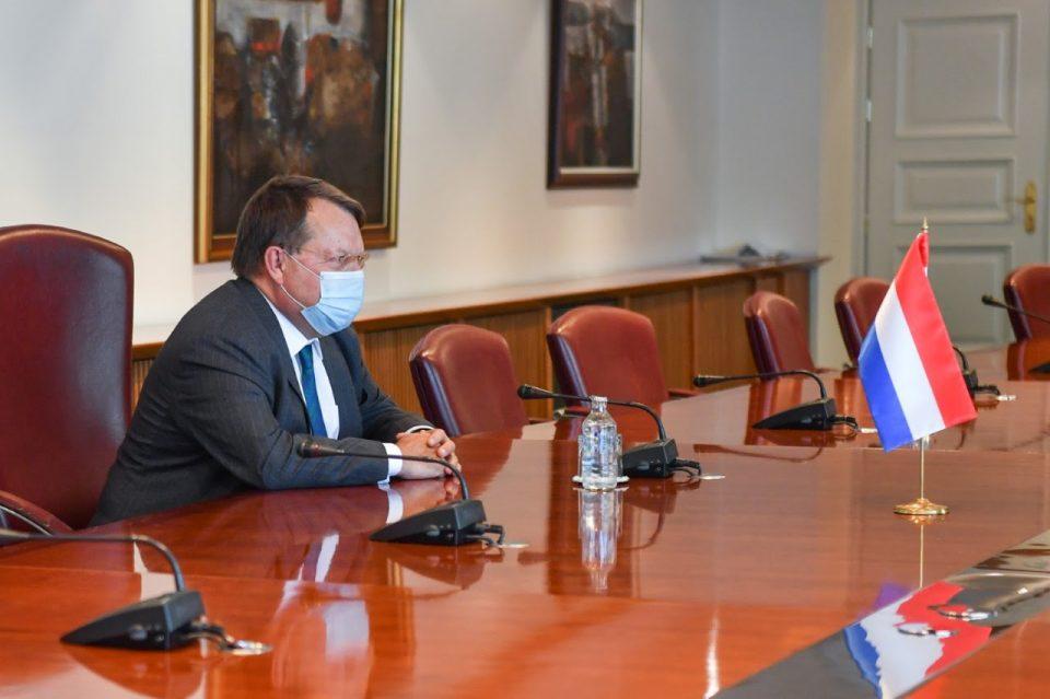 Сега е време за резултати во економијата, владеењето на правото и борбата против корупцијата, му кажал Заев на холандскиот амбасадор
