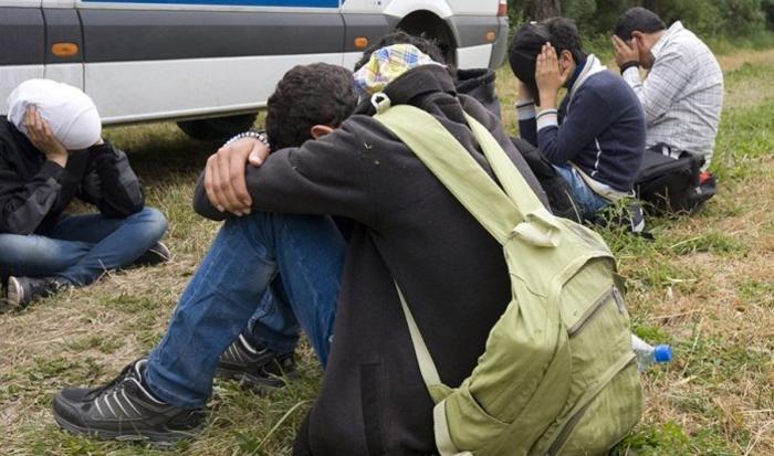 Во Ваксинце приведени шестмина мигранти, кај едниот од нив пронајден пиштол