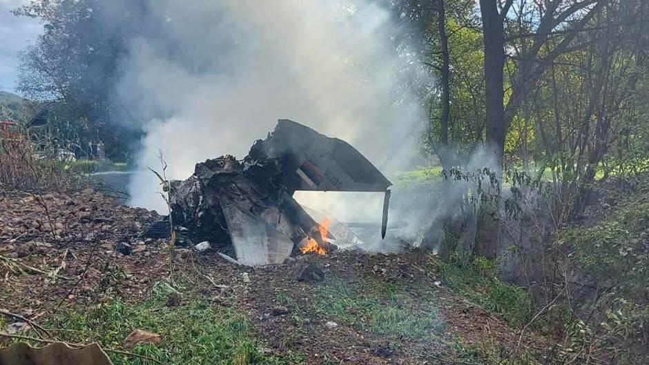 (ВИДЕО) Се урна воен авион во Србија, загина пилотот