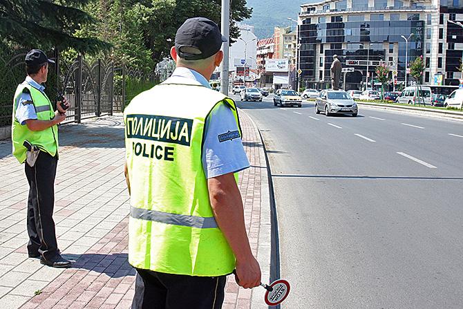 Заев, Филипче и Николовски казнети со по 50 евра за сторени сообраќајни прекршоци