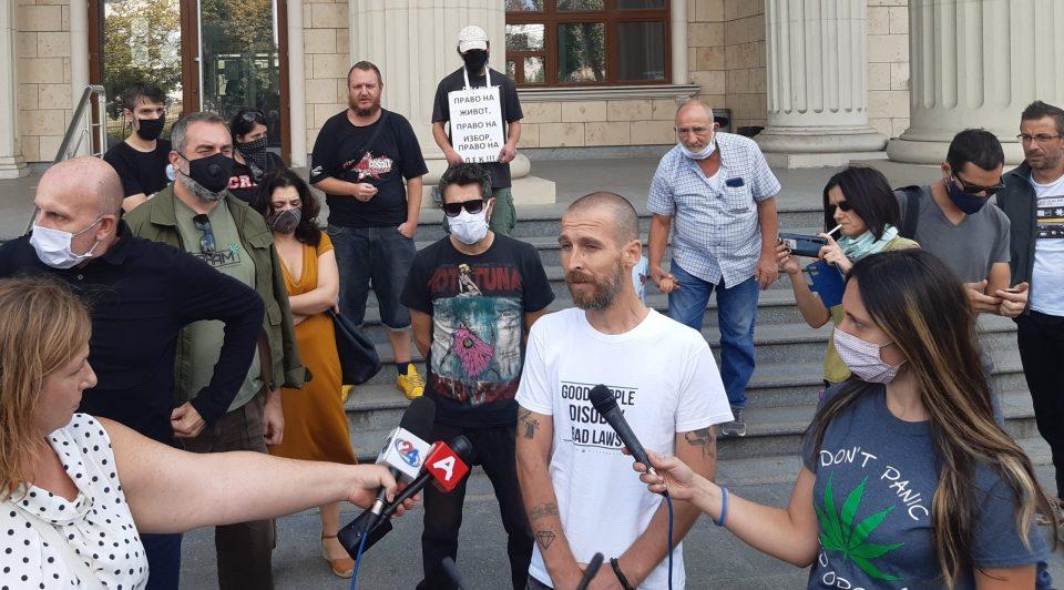Да се декриминализира марихуаната: Протест пред Основниот кривичен суд