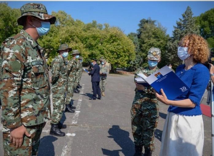 Скандал: Шеќеринска незаконски поделила чинови на штотуку примени војници