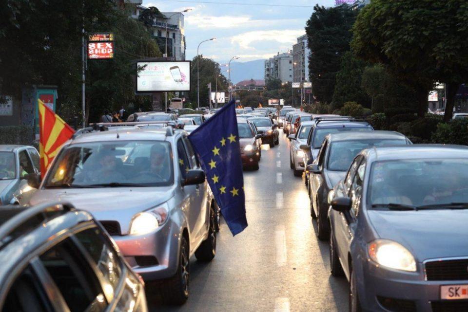 (ФОТОГАЛЕРИЈА) Протест на ВМРО-ДПМНЕ низ скопските улици против мафијата на Заев и поскапувањето на струјата