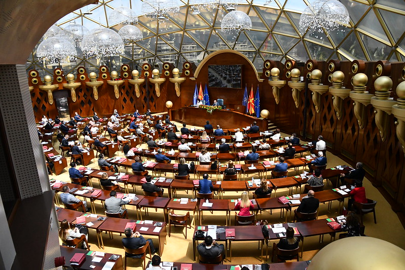 """Дилеми околу онлајн работењето на Собранието – власта """"за"""", опозицијата """"против"""""""